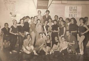 Los inicios del BAM en el año 1958 ( la Cia. en la sala de Ballet del Teatro Municipal de Santiago)
